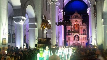 Pokaz mody Macieja Zienia w kościele św. Augustyna w Warszawie