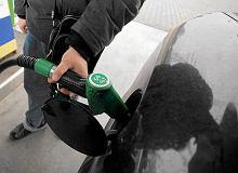 Ta pomyłka na stacji może sporo kosztować. Co robić, jeśli zalejemy bak złym paliwem?