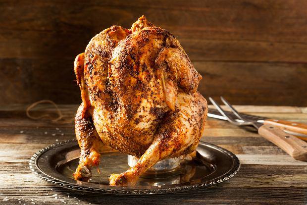 Kurczak na piwie - jak zrobić soczystego, pieczonego kurczaka? Prosty przepis