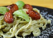 Pasta z szałwiowo-orzechowym pesto i pieczonymi pomidorami - ugotuj