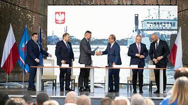 Umowa na budowę tunelu w Świnoujściu podpisana. Morawiecki: Nie ma już Polski A i Polski B
