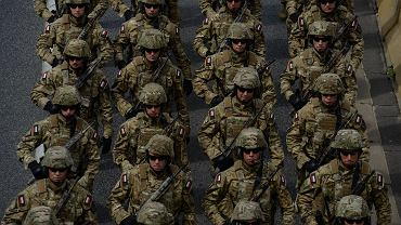 Wojskowa defilada podczas Święta Wojska Polskiego w Warszawie