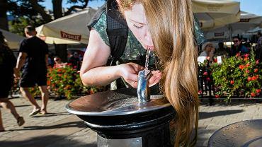 Po jedenaste: pij wodę z kranu i nie dźwigaj butli do domu