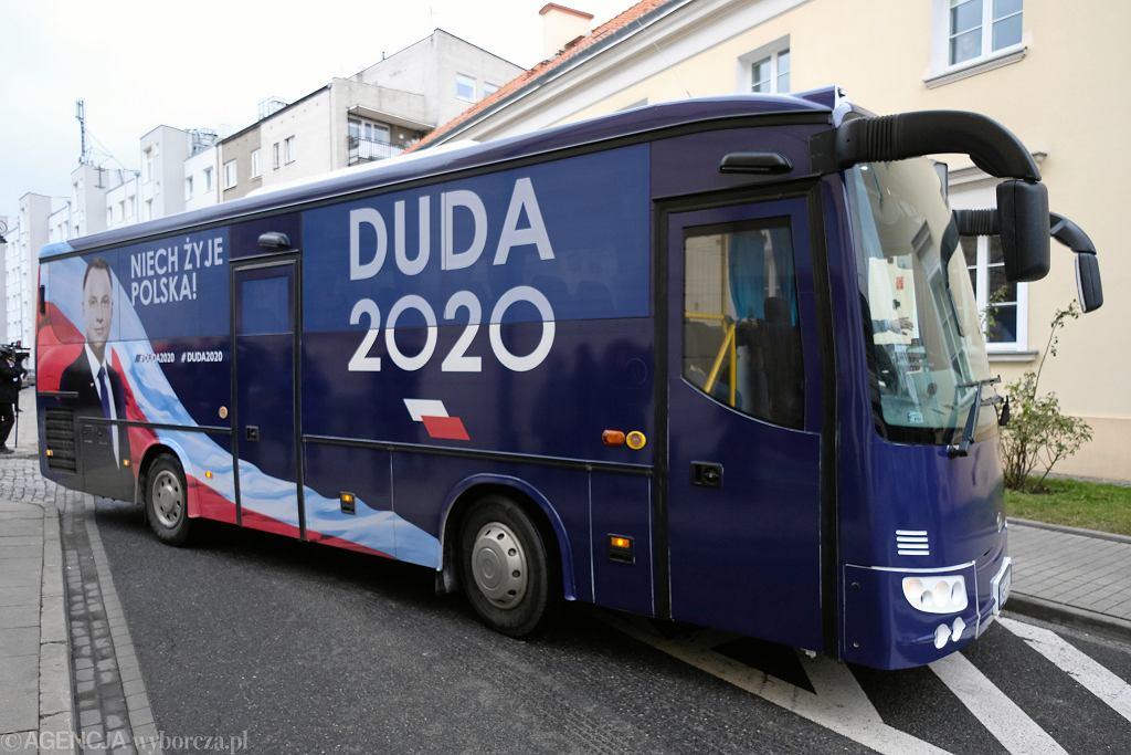$Kandydat Andrzej Duda rusza w Polske