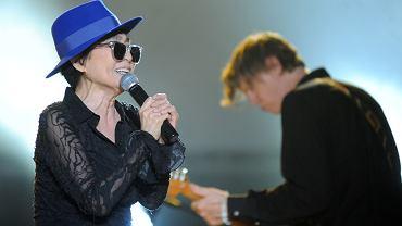 Jednym z gości festiwalu Transatlantyk, którzy przyjechali na zaproszenie Jana A.P. Kaczmarka była Yoko Ono