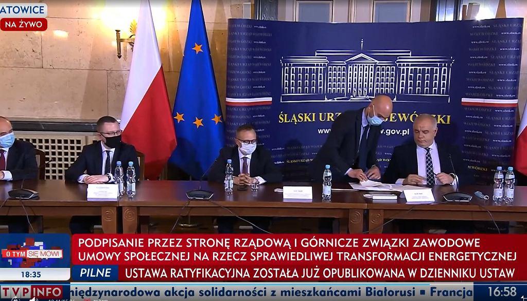 W piątek w Śląskim Urzędzie Wojewódzkim w Katowicach została podpisana tzw. umowa społeczna dotycząca polskiego górnictwa/Fot. TVP Info