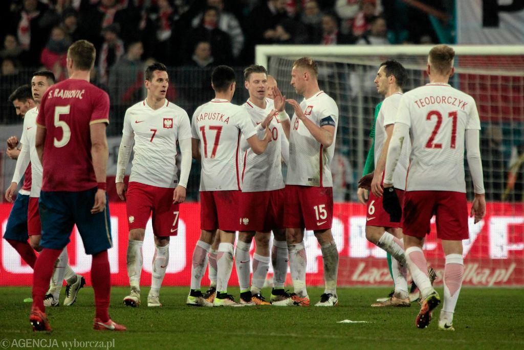 Polscy piłkarze w meczu towarzyskim z Serbią