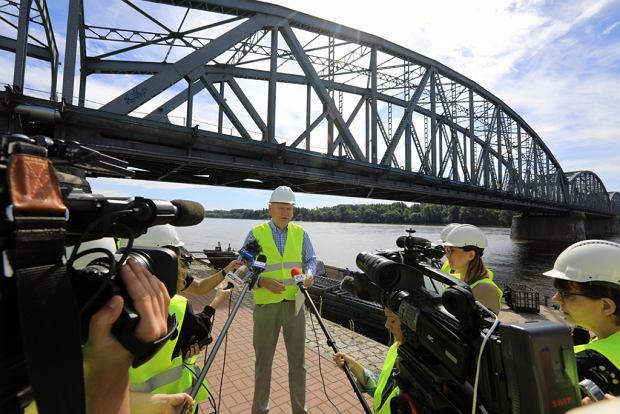 Zdjęcie numer 32 w galerii - Dziennikarze sprawdzali, jak przebiega rozbudowa starego mostu za 123 mln zł [GALERIA]