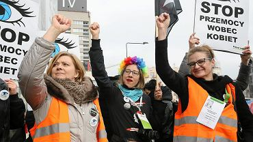 Happening ''Niebieska Linia'' zorganizowany w Warszawie z okazji Międzynarodowego Dnia Kobiet