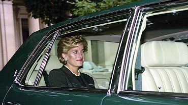 Księżna Diana miała trudne dzieciństwo. 'Matka nie została stworzona do macierzyństwa'