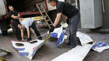 Fragmenty samolotu boeing 777 , który rozbił się w lipcu 2014 na Ukrainie