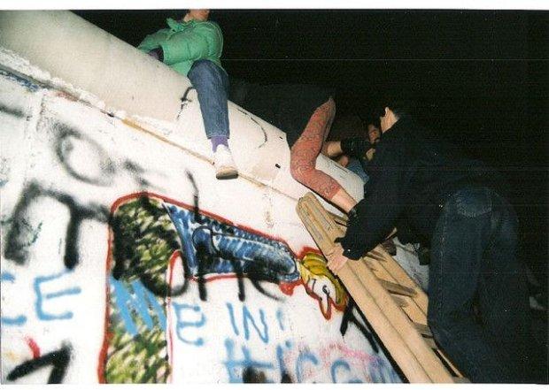 Upadek Muru, 9.11.1989/ Fot. CC BY 2.0/ Gavin Stewart/ Flickr.com