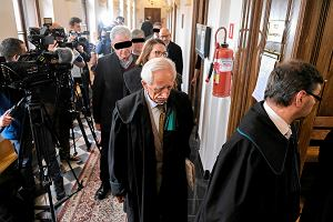 Proces dyrektorów 10 sądów. Oskarżeni o wyłudzenie 30 mln zł na szkodę Sądu Apelacyjnego w Krakowie