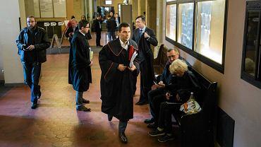 Prokurator Marcin Jędruszczak na korytarzu sądu w Poznaniu. To Jędruszczak wydał polecenie zatrzymania Romana Giertycha