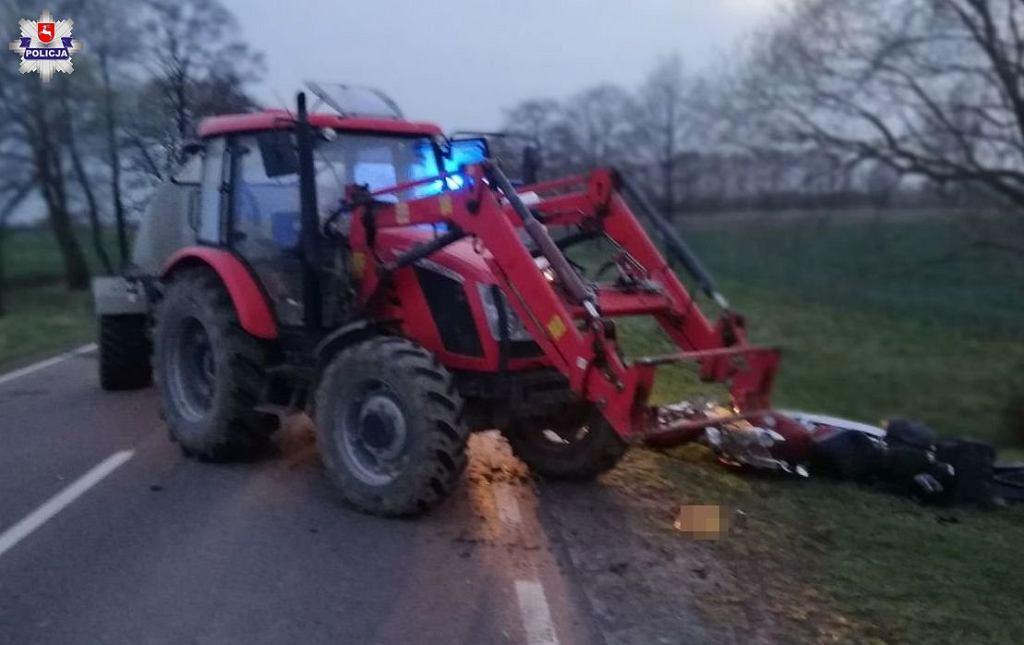 Motocyklista zderzył się z ciągnikiem
