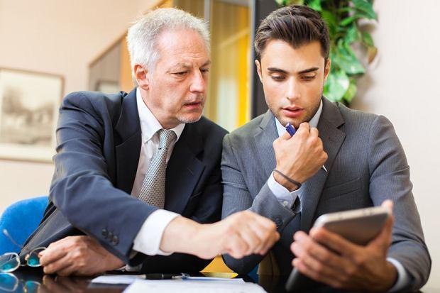 Z badania przeprowadzonego przez Instytut Biznesu Rodzinnego wynika, że 70 proc. właścicieli firm rodzinnych chce przekazać biznes następcom, ale tego nie robi. Dlaczego? Bo młodzi nie rwą się, aby firmy przejmować