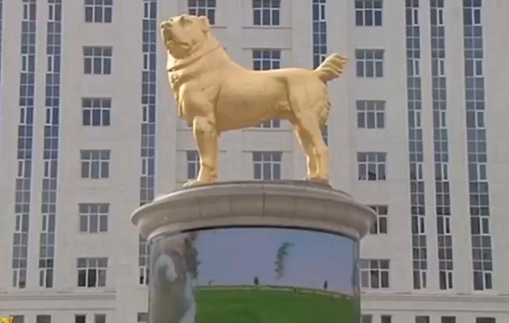 Turkmenistan. Odsłonięto 6-metrowy pomnik złotego psa