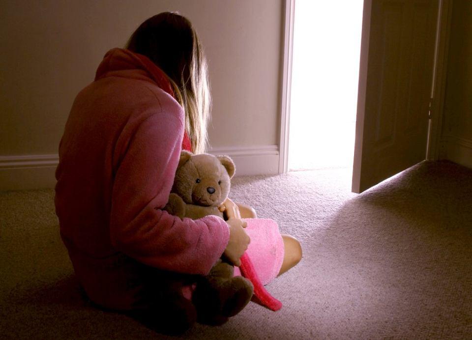 Dlaczego zabiera się dzieci niepełnoletnim matkom?
