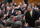 """Orban premierem po raz czwarty. W parlamencie obiecuje """"koniec ery liberalnej demokracji"""""""