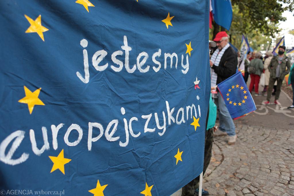 Protest przeciwko orzeczeniu stwierdzającemu niezgodność prawa europejskiego z konstytucją przed Trybunałem Konstytucyjnym w Warszawie