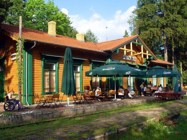 Restauracja Carska w Białowieży Towarowej/ Fot. CC BY-SA 3.0/ Radosław Drożdzewski/ Wikimedia Commons