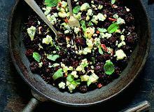 Czarna soczewica ze świeżymi daktylami i serem blue stilton - ugotuj