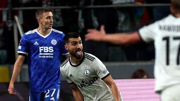 Mahir Emreli z Legii Warszawa cieszy się z gola strzelonego w meczu z Leicester