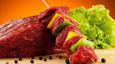 Osoby cierpią na nadciśnienie powinny ograniczyć spożycie produktów bogatych sód, czyli żółtych serów oraz mięsa