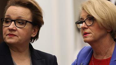 Minister edukacji Anna Zalewska i wiceminister Marzena Machałek podczas posiedzenia komisji edukacji. Warszawa, 22 lutego 2017