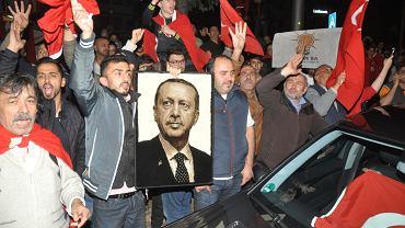 Po nieudanym zamachu stanu prezydent Turcji Recep Erdogan rozpoczął masowe zatrzymania osób, oskarżonych o sprzyjanie puczystom.