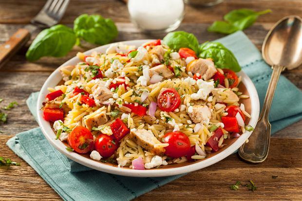Sałatka z ryżem i kurczakiem - prosto i smacznie