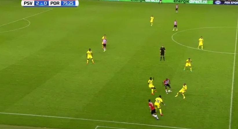 Wspaniałą akcja piłkarzy PSV