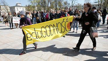 Demonstracja poparcia dla strajkujących nauczycieli na pl. Litewskim w Lublinie