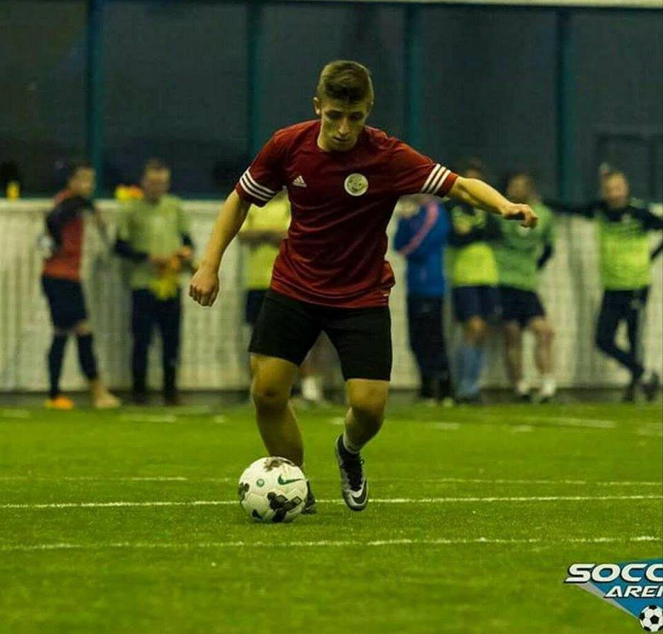 Bartosz Przyborek na boisku walczy o każdą piłkę. Teraz rozegra mecz o życie.
