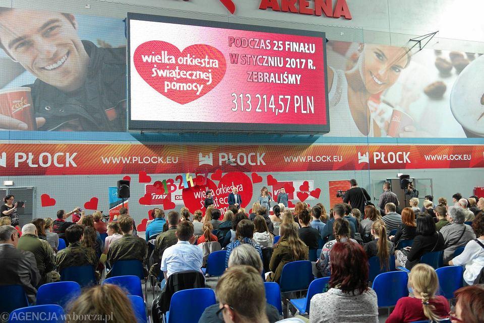 Zdjęcie numer 1 w galerii - Podziękowania i pączki dla setek wolontariuszy WOŚP w Płocku [FOTO]