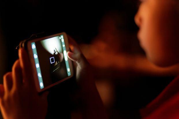 Kiedy kupić dziecku pierwszy telefon? W Polsce smartfony mają nawet 6-latki