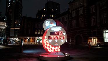 We wtorek 30 marca 2020 roku poznaliśmy nową datę igrzysk w Tokio, zawody rozpoczną się 23 lipca 2021 roku. Na zdjęciu zegar przed dworcem kolejowym w Tokio odmierzający czas do nowej daty igrzysk.