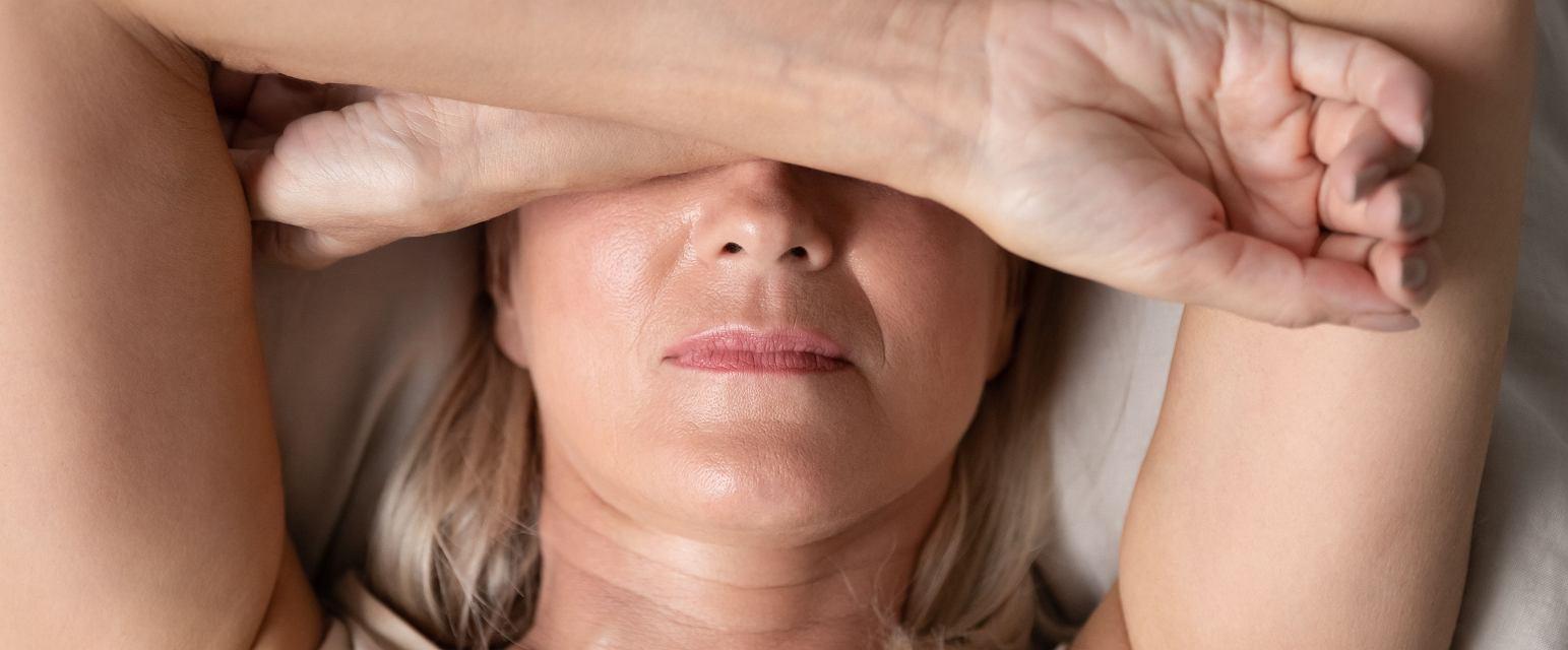 Nie mamy kontroli nad swoim snem, a w bezsenność najczęściej wpędzamy się sami - mówi psychiatra i ekspert od snu dr Michał Skalski (Fot. Shutterstock.com)