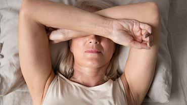 Jak zasnąć w upalną noc?