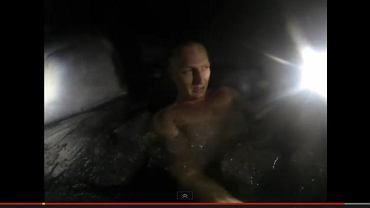 Jędrzej Dobrowolski kąpie się w Zakopanem w lodowatej wodzie