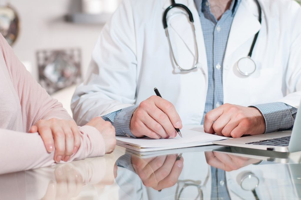 Zwolnienie lekarskie - kiedy je dostarczyć? Jak długo może trwać?