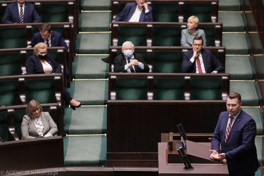 Poseł sprawozdawca Przemysław Czarnek na mównicy. PiS przepycha nowe wybory prezydenckie. Warszawa, Sejm, 12 maja 2020