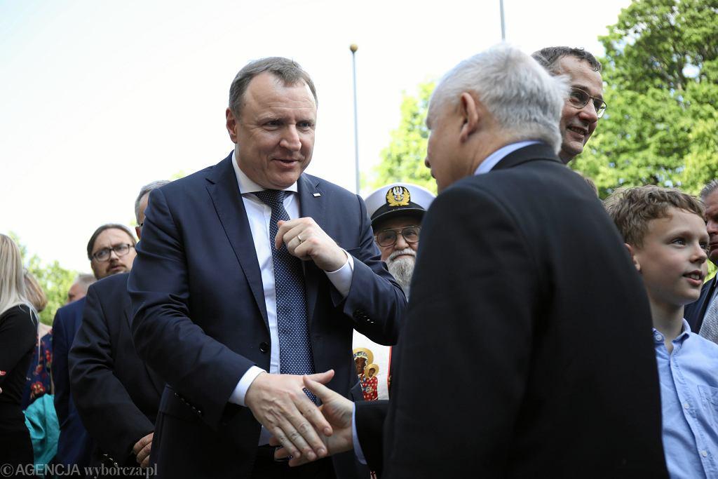 4.06.2019, Jacek Kurski i Jarosław Kaczyński podczas uroczystości odsłonięcia kamienia węgielnego pod pomnik Jana Olszewskiego.