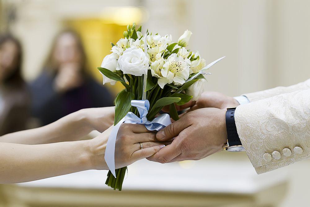 Ela wyszła za Marka za mąż (fot. Shutterstock)