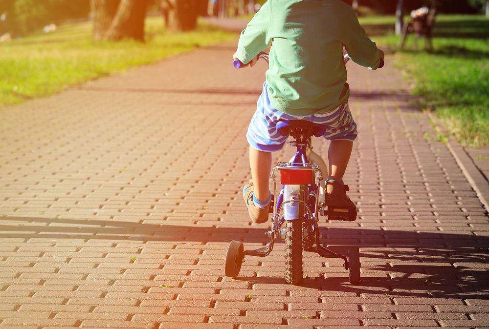 Dziecko na rowerze. O czym pamiętać?