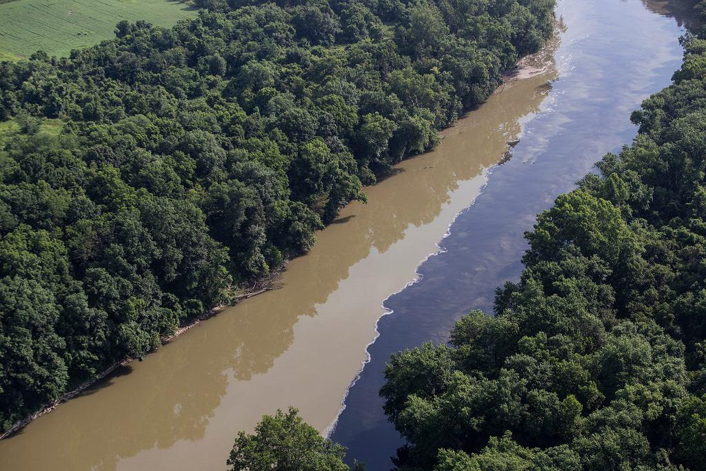Burbon w rzece Kentucky po pożarze magazynu