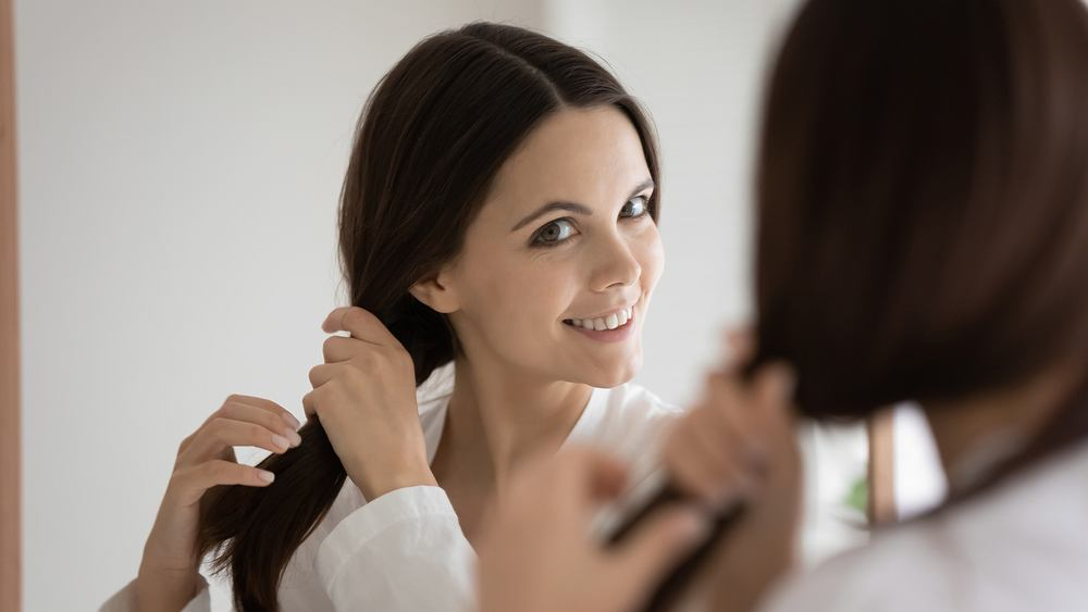 Jak sprawdzić porowatość włosów? Zdjęcie ilustracyjne