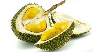 Durian to tropikalny owoc znany ze swojego intensywnego, nieprzyjemnego zapachu