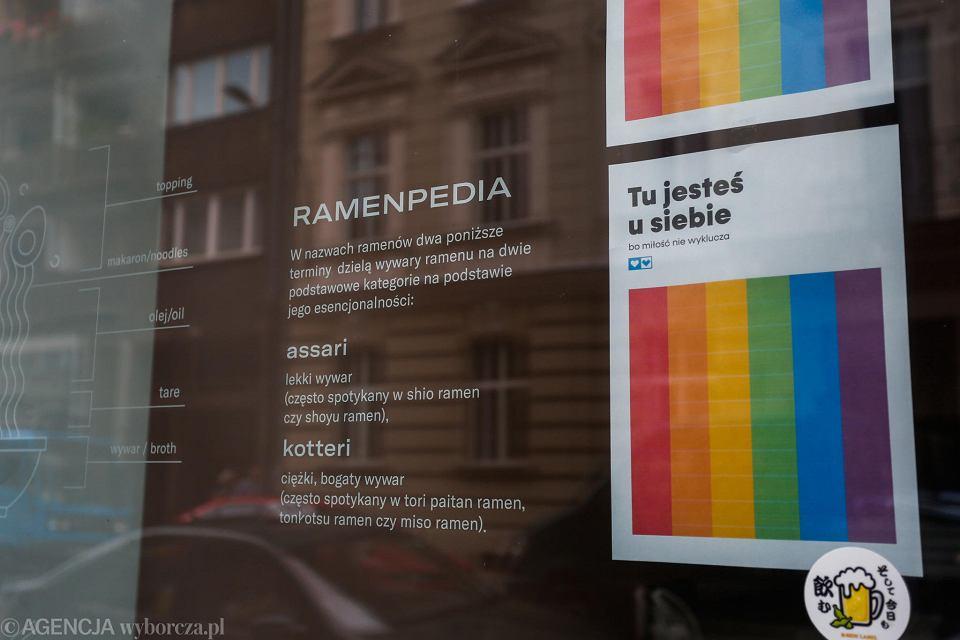 Plakaty Na Kilku Restauracjach Nieśmiałe Gesty Solidarności