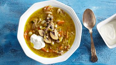 Zupa pieczarkowa z ziemniakami to jedna z klasycznych zup, które spotyka się w polskich domach.